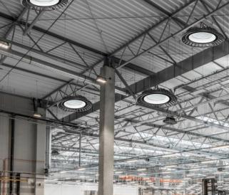 Az ipari lámpák agyártósorok segédei